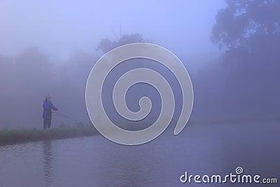 Pêche de mouche dans le brouillard