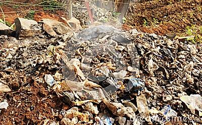 Płonący odpady lub śmieci w Afryka
