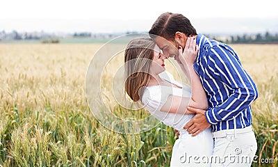 Paar dat dicht in Romaans wordt