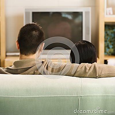 Paar dat op TV let.