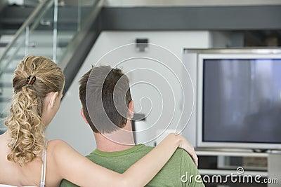 Paar die op TV thuis letten