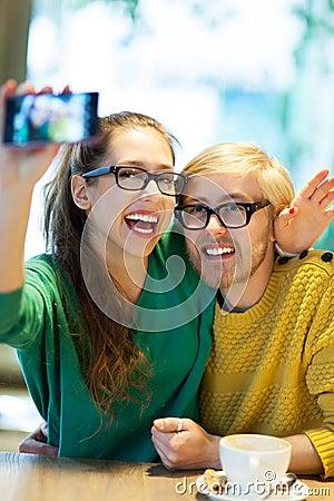 Paar die zelfportret nemen