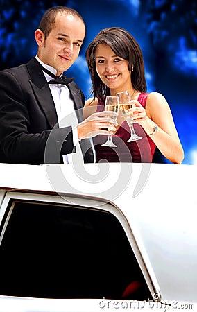 Paar in een limousine