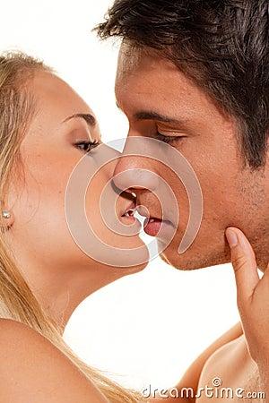 Paar hat Spaß. Liebe, Eroticism und Weichheit innen
