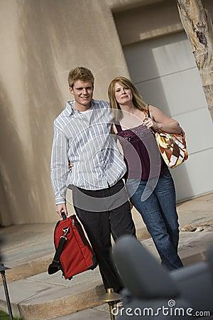 Paar-tragendes Gepäck