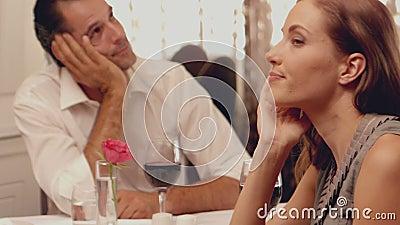 Paare, die ein schlechtes Datum haben stock footage