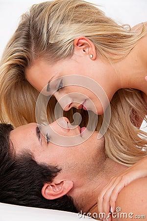 Paare im Bett mit Geschlecht und Neigung