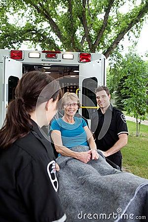 Paciente feliz da ambulância