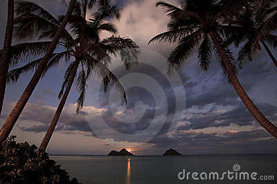 Pacific moonrise at lanikai beach, hawaii
