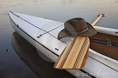 Paddle, hat and canoe