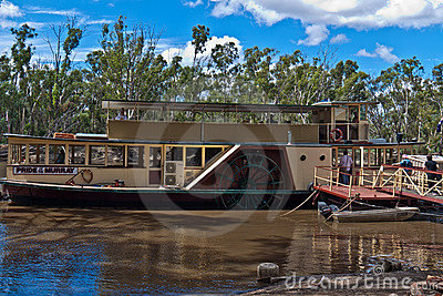 Paddlesteamer P.S. Pride of the Murray  in Echuca Editorial Stock Image