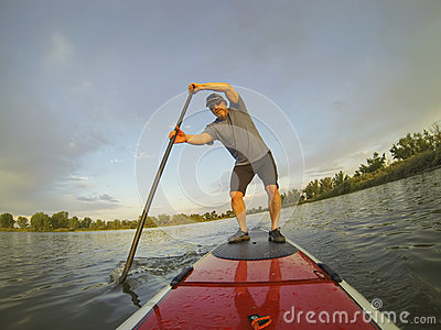 Paddling stand up board