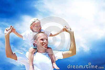 Padre e figlio allegri