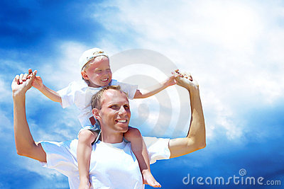 Padre e hijo alegres