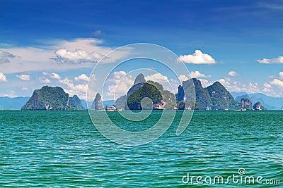 Paesaggio stupefacente della sosta nazionale sulla baia di Phang Nga