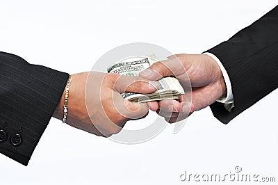 Pagar el dinero