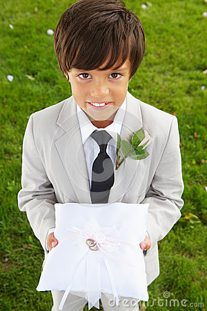 Free Page Boy Carrying Wedding Ring On Cushion Royalty Free Stock Photography - 33082907