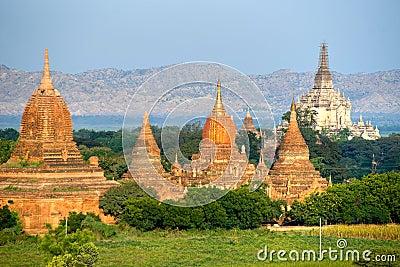 Pagodas and Gawdawpalin Pahto, Bagan, Myanmar.