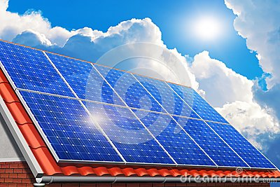 Painéis solares no telhado da casa