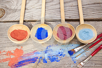 Paint with mineral powder