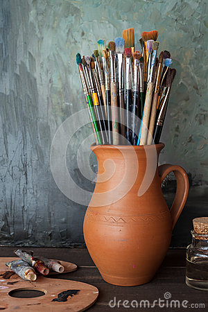 Free Paintbrushes In A Jug From Potters Clay, Palette And Paint Tubes Stock Photos - 51433293
