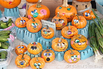 fall outdoor craft 5 pumpkins for all ages cafemom. Black Bedroom Furniture Sets. Home Design Ideas
