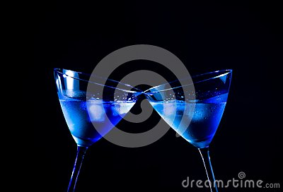 A pair of glasses of  fresh cocktail with ice make cheers