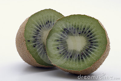 A Pair of Kiwi slices shows cooperation