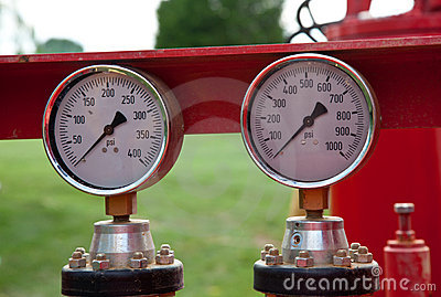 Pair of pressure gauges