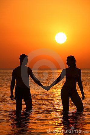Free Pair Silhouette Keeps For Hands In Sea On Sunset Royalty Free Stock Photography - 6582407
