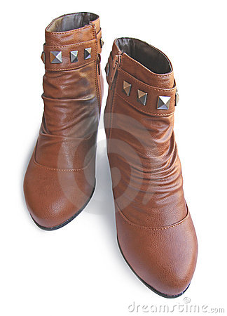 Pair womanish boot with riveting