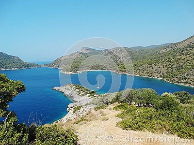 Paisaje de la costa costa del pavo del mar Mediterráneo