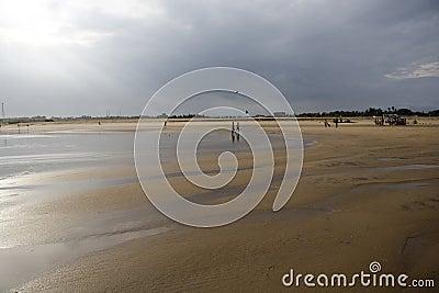 Paisaje de la playa en el en-Mar de Gopalpur.