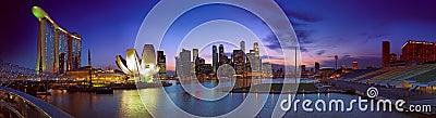 Paisaje del crepúsculo de Singapur Imagen editorial