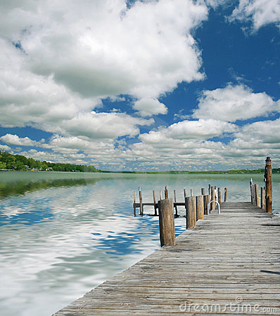 Paisaje hermoso del lago