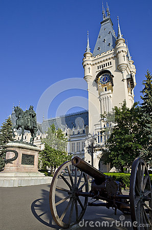 Free Palace Of Culture, Iasi - Entrance Royalty Free Stock Image - 73657776