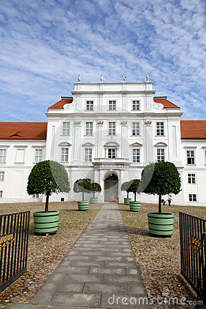 Free Palace Of Oranienburg Royalty Free Stock Photography - 25964497