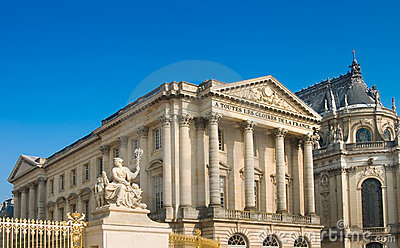 Palace and statue in Versailles