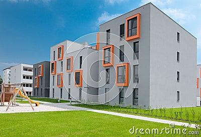Palazzina di appartamenti moderna immagini stock for Immagini di appartamenti ristrutturati