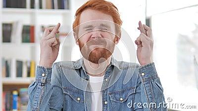 Palce Krzyżujący, Zaakcentowany rudzielec mężczyzna Życzy dla wygrany zbiory wideo