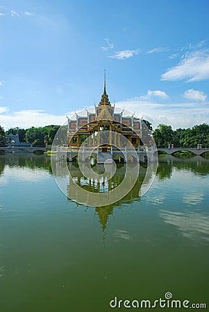 Palácio da dor do estrondo na província de Ayutthaya, Tailândia