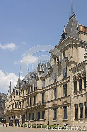 Palácio do duque grande em Luxembourg, vista lateral