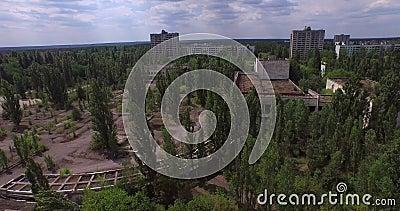 Paleis van Cultuur Energetik in Pripyat-stad dichtbij Tchernobyl (Lucht) stock footage