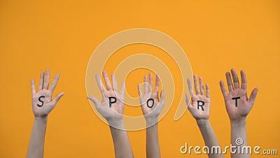 Paletas escritas deportivas sobre fondo naranja, energía de entrenamiento, actividad de entrenamiento metrajes