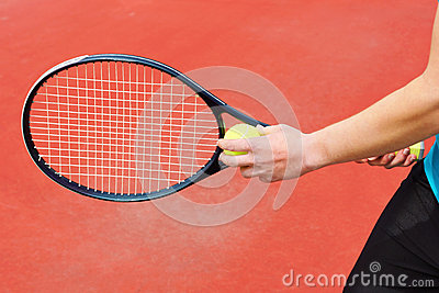 Pallina da tennis pronta da servire