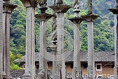Palo di totem per gloria della famiglia in paese del Fujian, Cina Fotografia Editoriale