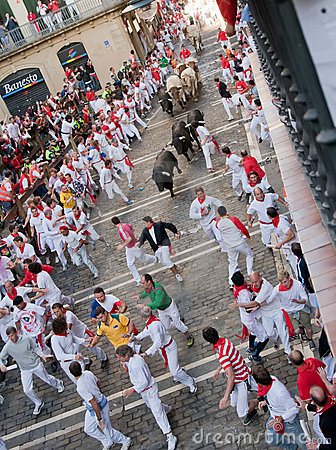 PAMPLONA, SPAIN -JULY 8: Bulls run down the street Editorial Photography