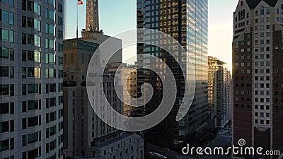 Pan aérien entre le centre-ville de Los Angeles LA Street, California Plasa, Financial District banque de vidéos