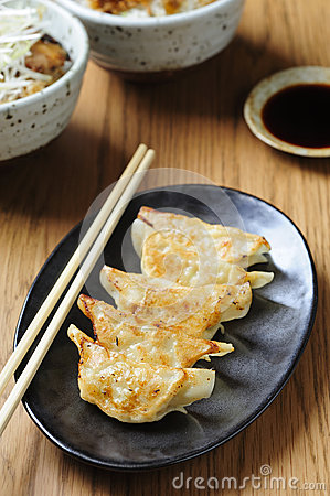 Pan-fried gyoza with dipping sauce