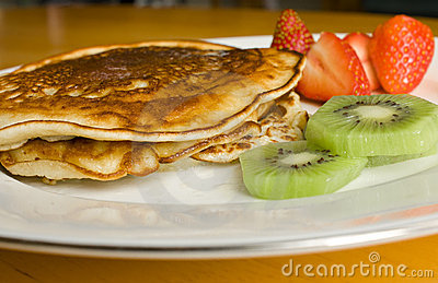 Pancakes with Strawberries and Kiwi